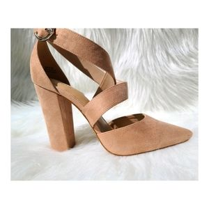 📁 Forever 21 Tan Strappy Chunky Heels Size 9